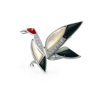 Broche Oiseau en Oro Blanco con Brillantes, Nácar, Ónice y Coral. Joyerías Barcelona