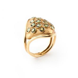 Anillo Colección Été en Oro Amarillo con peridotos verdes