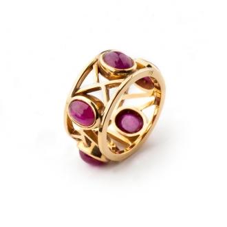 Anillo en oro con rubíes ovales talla cabujón de Birmania. Joyerías Barcelona