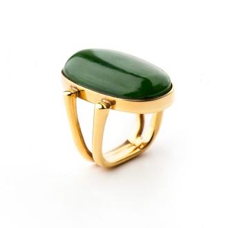 Anell en or de muntura doble amb jadeíta caboixó ovalada. Joieries Barcelona