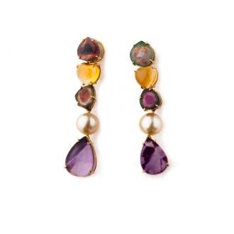 Pendientes largos en oro con amatistas, perlas y turmalinas. Joyerías Barcelona