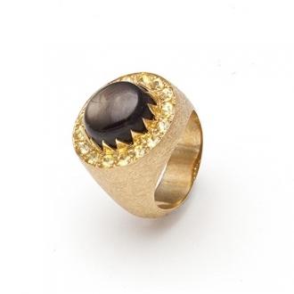 Anell amb safir black star combinat amb safirs grocs. Joieries Barcelona