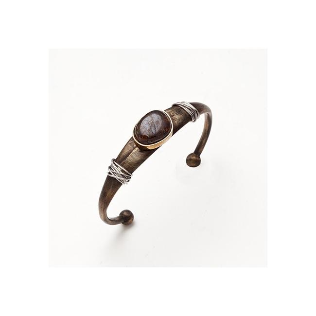 Pulsera esclava de bronce con hilos de platino y ópalo cabujón. Joyerías Barcelona